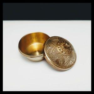🏺 Vtg. Etched Brass Snuff Box